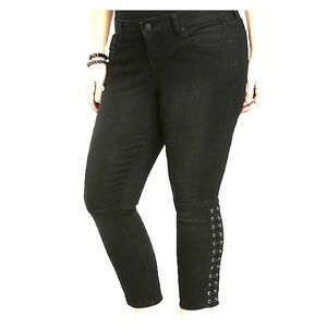 Torrid Capri jegging with lace up sides